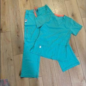 Brand new work force Carhatt small women's scrubs